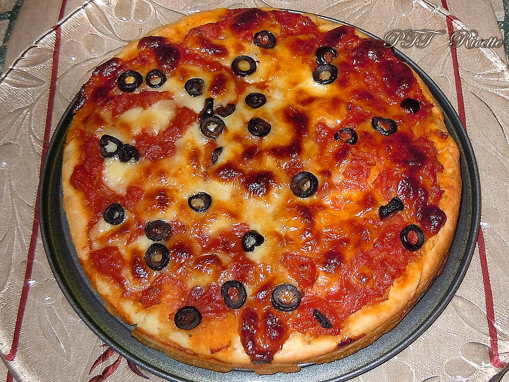 Pizza fatta in casa ricetta preparazione pizza ptt ricette for Pizza in casa