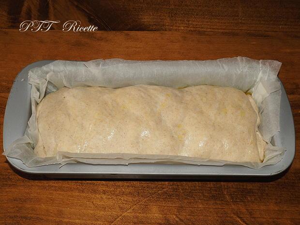 Plumcake con wurstel e provolone 8