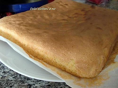 Rettangolo di pan di Spagna con ricotta 2