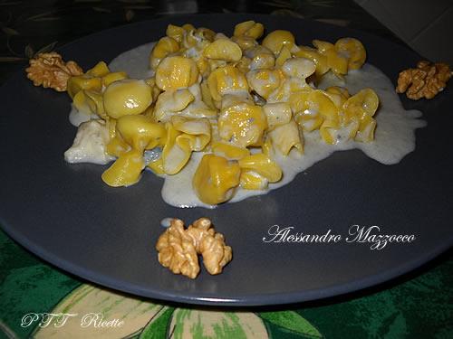 Sacchettini al radicchio su crema di gorgonzola