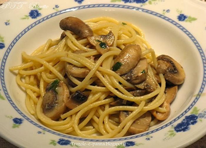 Spaghetti allo zafferano con funghi champignon e tonno for Spaghetti ricette