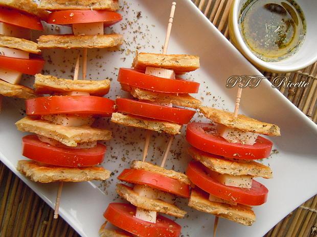Spiedini di cecina, pomodori e treccione affumicato 1