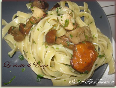 Tagliatelle con funghi misti