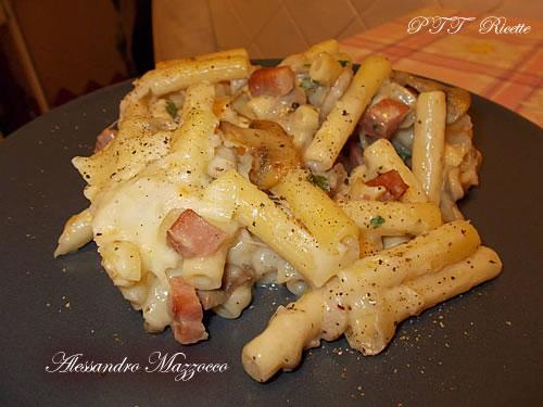 Timballo di pasta con champignon, cotto e provolone piccante
