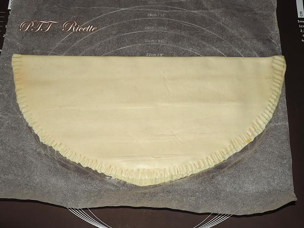 Torcetti di pasta sfoglia con marmellata 3