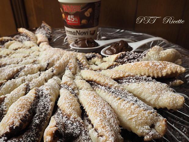 Torcetti di pasta sfoglia con Nutella 13