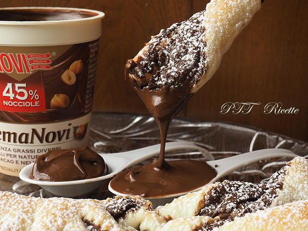 Torcetti di pasta sfoglia con Nutella