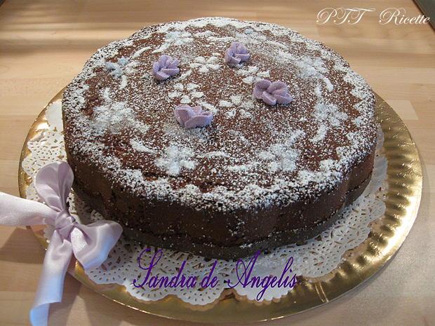 Torta allo yogurt di more e violette 1