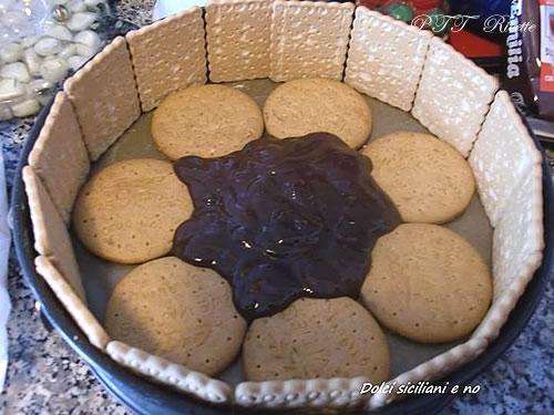 Torta di biscotti con cioccolato, panna e mascarpone 5