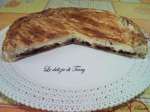 Torta di pasta sfoglia con ricotta e cioccolato