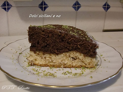 Torta due gusti guarnita al pistacchio 2