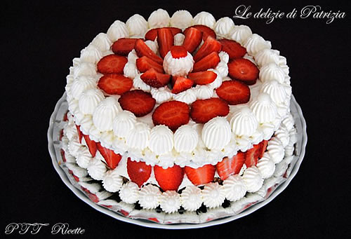 Torta panna, fragole e crema chantilly
