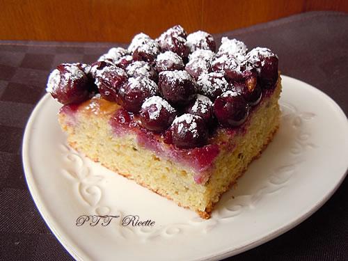 Torta vegan con uva fragola