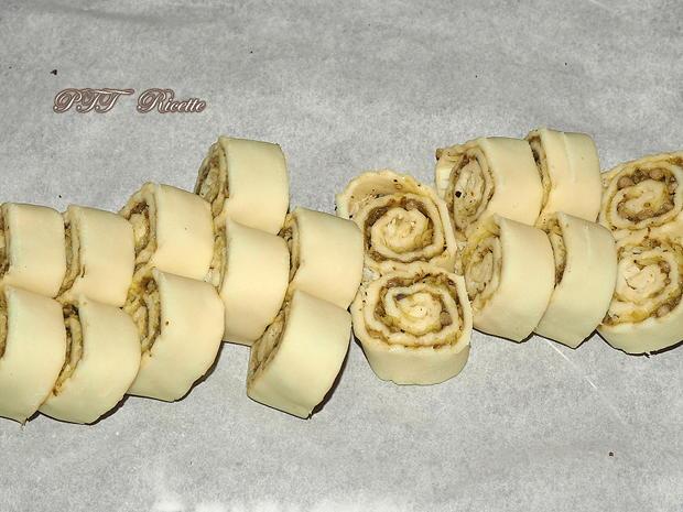 Ventaglietti di pasta sfoglia al pesto e provolone 6