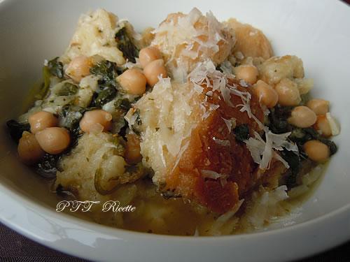 Zuppa con ceci, spinaci e pane